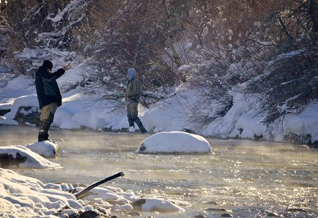Winter fly-fishing on the chilly Blue River (video