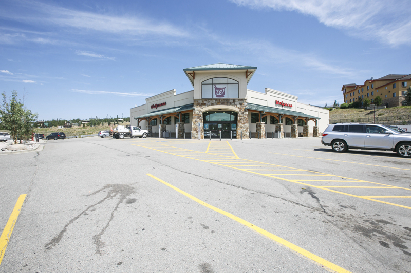 Dillon lot with Walgreen's Pharmacy on it sells for $7 4